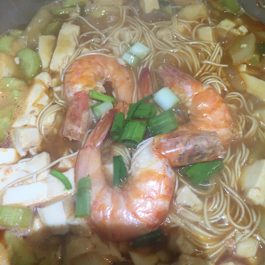 yum yum fusion shrimp tofu noodles 1-pot meal